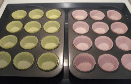 Cupcakes tins and liners