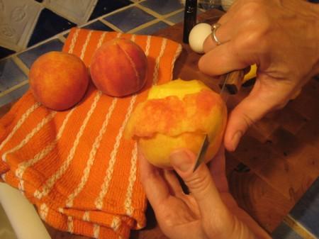 peeling-peaches-w-knife