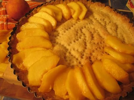 placing-peaches-on-crust