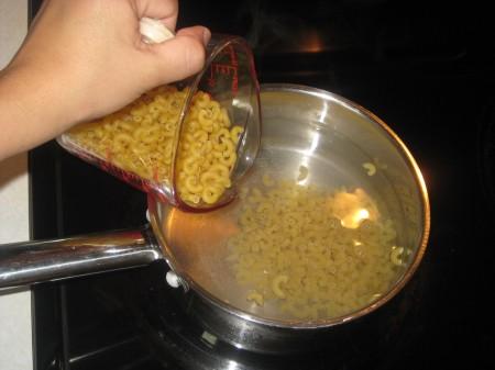 1put-pasta-in-pan
