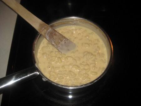 9tadd-macaroni-to-sauce