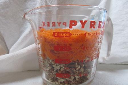 measuring-carrots-pecans