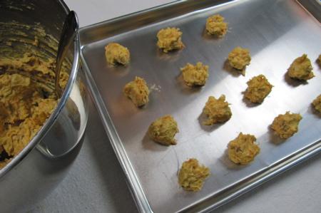 raw-cookies-on-sheet