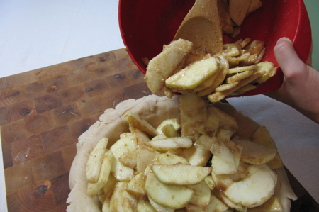 apples-piled-in