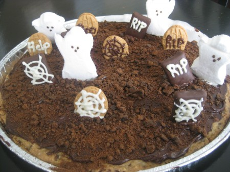 decorate-cookie-with-tombs-and-ghosts