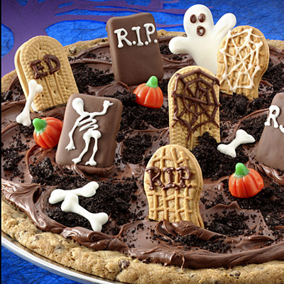 ghosts-in-the-graveyard-cookie-pizza