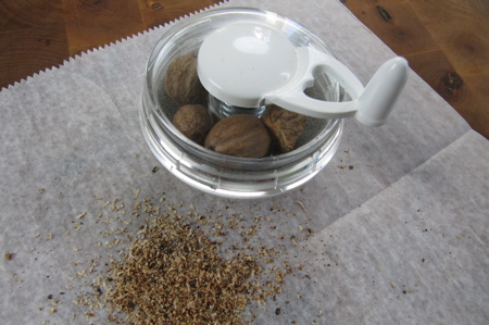grinding-nutmeg