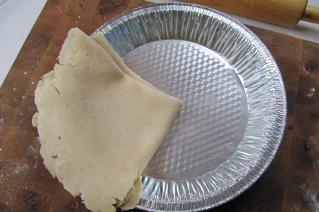 laying-crust-in-pie-plate