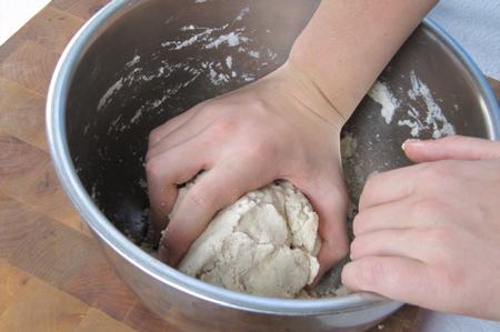 pressing-dough-into-ball