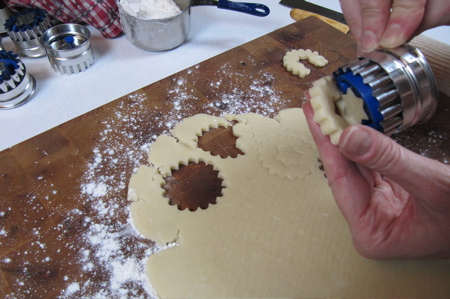 pressing-cookie-out-of-cutter