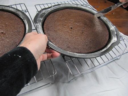 13-loosen-cake-edges450