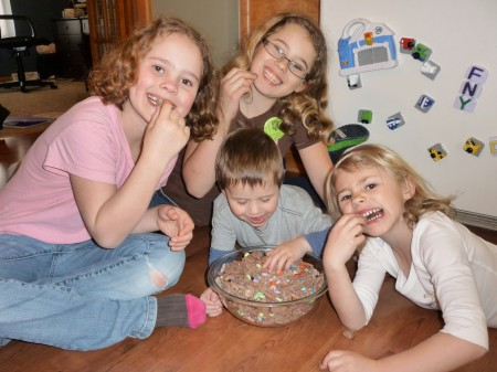 kids eating snack