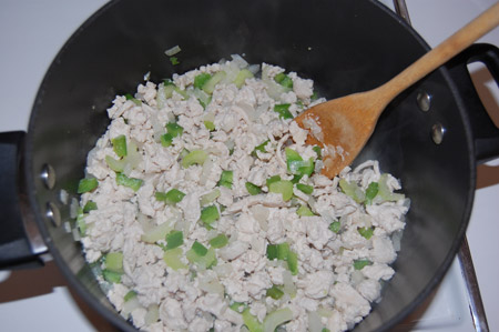 cooking turkey, turkey chili, chili in pan
