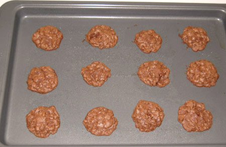 baked cookies, cookie sheet, chocolate cookies