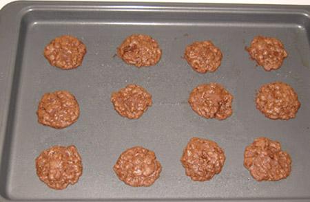 baked cookies, cookie sheet, chocolate cookies