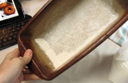 flour, loaf, pan