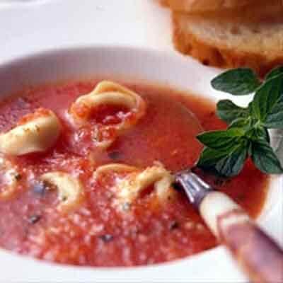 Tortellini Garlic Tomato Soup Image