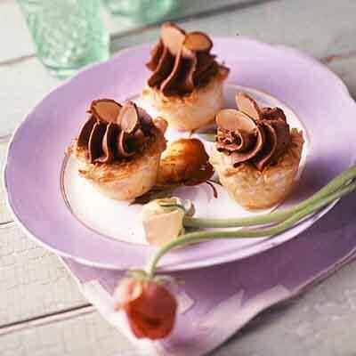 Chocolate Cream Macaroon Tarts Image