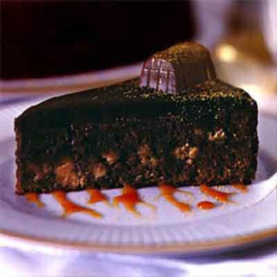Nestlé® Treasure Torte Dusted With Gold Image