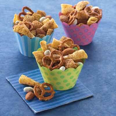 Cinnamon-Spiced Snack Mix Image