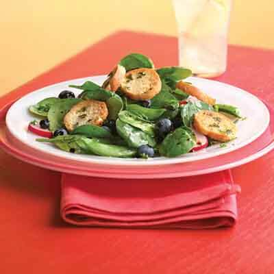 Spinach Herb Salad With Pesto Croutons Image