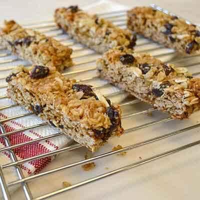 Chewy Granola Bars Image