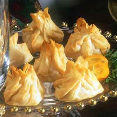 Phyllo Star Clusters With Caramelized Onions Image