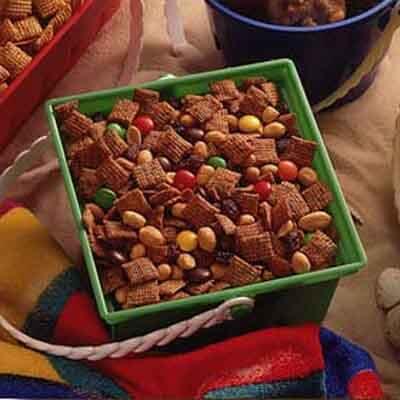 Crispy Cinnamon Snack Mix Image